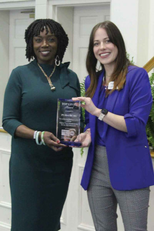 tephanie Delaine, left, accepts the top giver award on behalf of BlueCross-BlueShield/PGBA from United Way of Florene County President Cameron Packett.