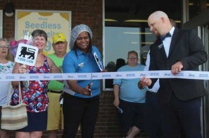 Grocery store celebrates completion of renovations