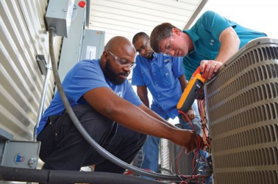 FLORENCE-DARLINGTON TECHNICAL COLLEGE STUDENTS GET  HANDS-ON INSTRUCTION FROM FACULTY MEMBER, MATTHEW LEWIS.