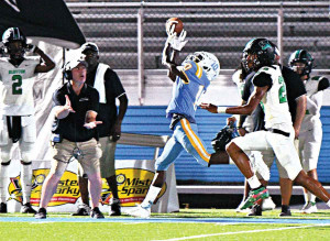 South Florence wide receiver Jaylon Turner (10) outraces his defender to make a reception.