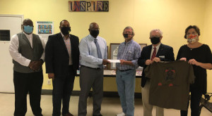 Elks make donation to Manna House